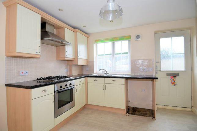 Thumbnail Town house to rent in Bolsover Road, Mastin Moor, Chesterfield