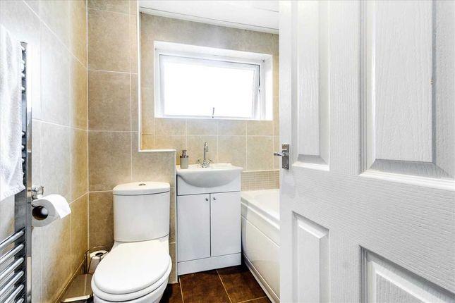 Bathroom of Crookstonhill Path, Crookston, Glasgow G52