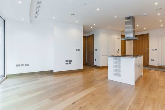 Thumbnail Flat for sale in Baltimore Tower, Baltimore Wharf, 25 Crossharbour Plaza, Canary Wharf, London