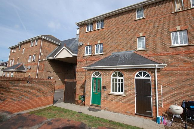 Thumbnail Flat for sale in Gleeson Mews, Addlestone