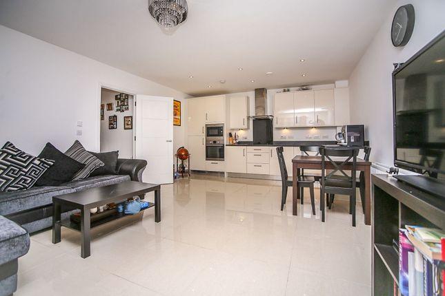 Thumbnail Flat for sale in Sovereign Way, Tonbridge