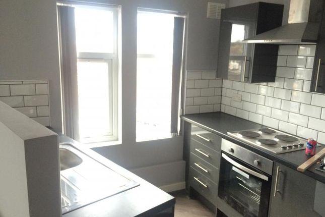 Thumbnail Flat to rent in Flat 8, Karnac Road, Leeds