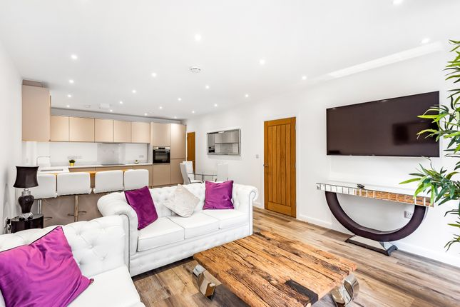 2 bed flat for sale in Southill Road, Chislehurst BR7