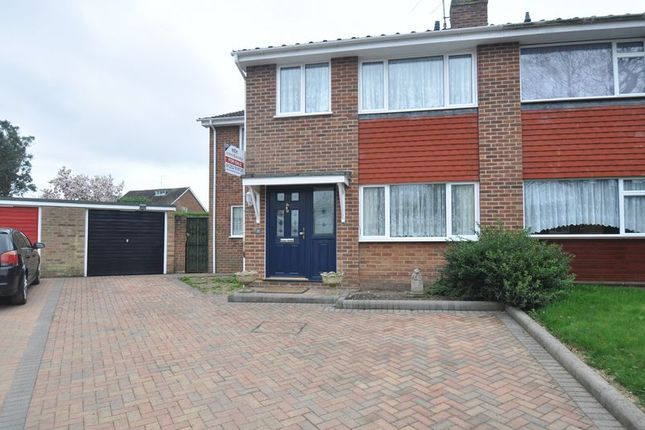 Semi Detached House For Sale In Home Park Road Yateley