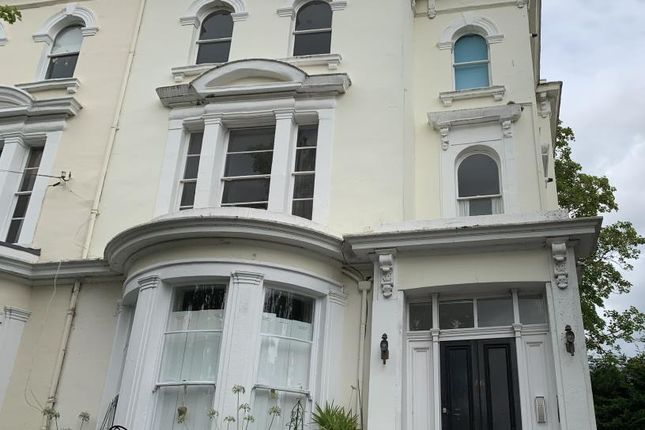 Thumbnail Flat to rent in Osborne Road, Windsor
