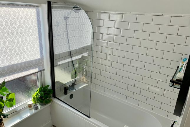 Bathroom of Shelley Street, Northampton NN2