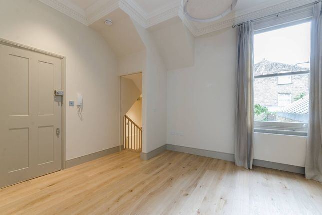 Thumbnail Maisonette to rent in St Maur Road, Parsons Green