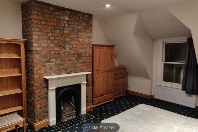Thumbnail Flat to rent in Gladsmuir Road, London