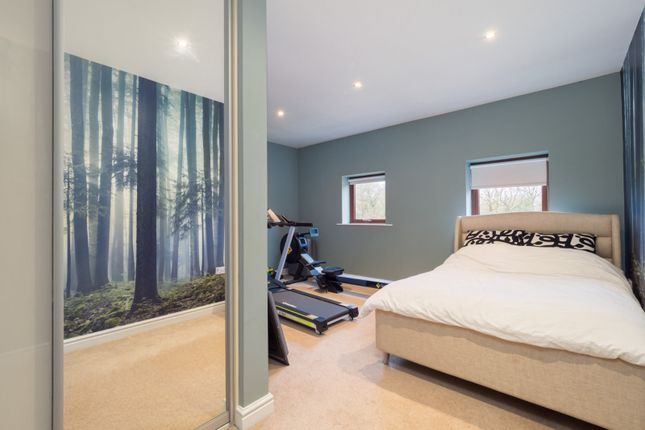 Bedroom of Deans Wharf, Deans Lane, Thelwall WA4