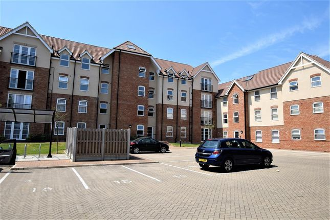 Thumbnail Flat for sale in Lenthall Avenue, Grays