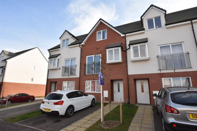Thumbnail Town house to rent in Champion Way, Bedford