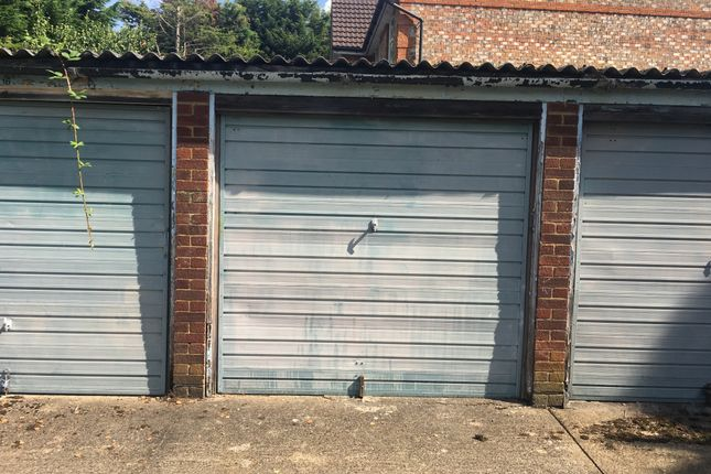 Parking/garage for sale in Angel Road, Thames Ditton