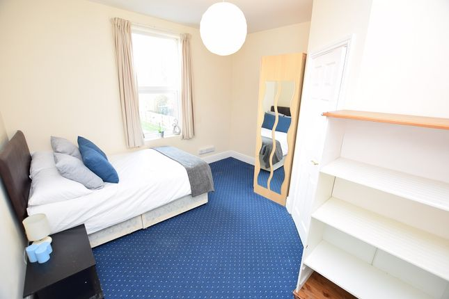 Thumbnail Room to rent in Oval Road, Birmingham