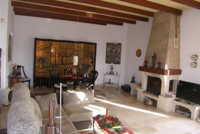 1 (5) Living Room 2