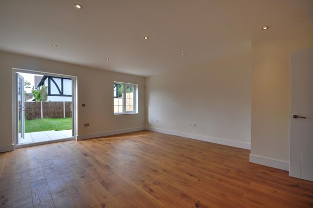 Thumbnail Terraced house to rent in Pinner Hill Road, Pinner, Middlesex