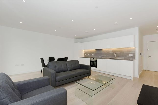Flat to rent in Barrier Point Road, London