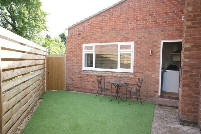 Thumbnail Property to rent in Palmer Road, Whitnash, Leamington Spa