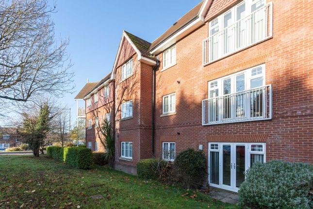 Thumbnail Flat to rent in Hurst Court, Horsham