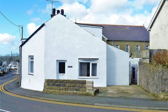 Thumbnail Terraced house for sale in Brynsiencyn, Llanfairpwll, Anglesey.