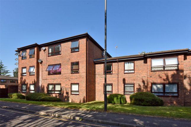 2 bed flat to rent in The Paddocks, Savill Way, Marlow, Buckinghamshire SL7