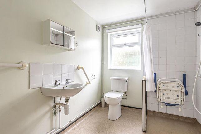 Bathroom of Hatherley Road, Reading RG1