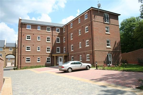 Thumbnail Flat to rent in Sherfield Park, Sherfield On Loddon, Hook, Hants
