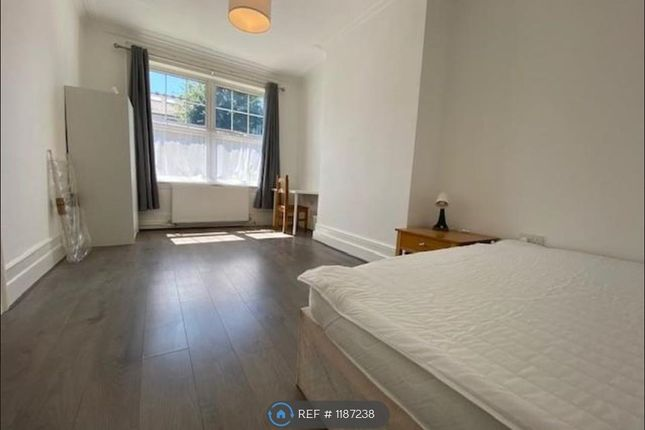 Thumbnail Room to rent in Spencer Avenue, London
