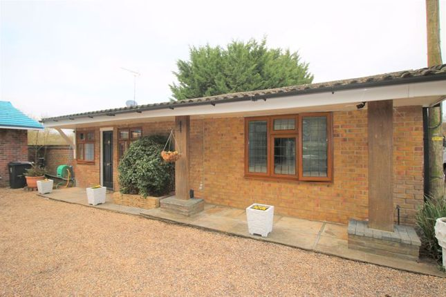 2 bed detached bungalow to rent in Oak Hill Road, Stapleford Abbotts, Romford RM4