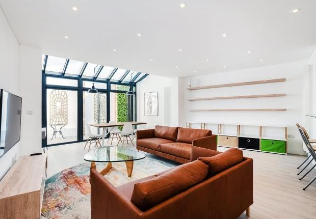 Thumbnail Mews house to rent in Endell Street, Covent Garden