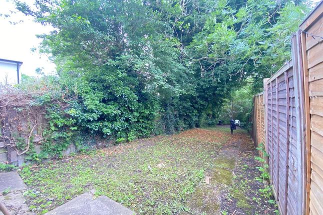 Thumbnail Terraced house to rent in West Wycombe Road, High Wycombe