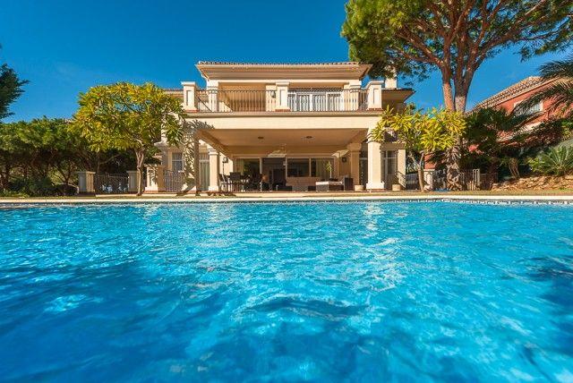 5 bed villa for sale in Spain, Málaga, Marbella, Las Chapas