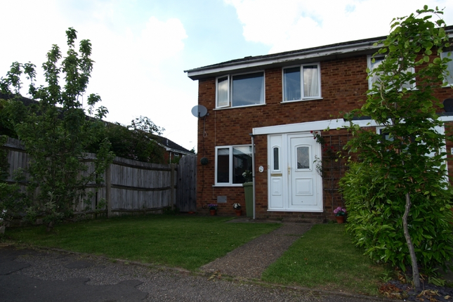 3 bed end terrace house for sale in Holland Way, Newport Pagnell, Buckinghamshire