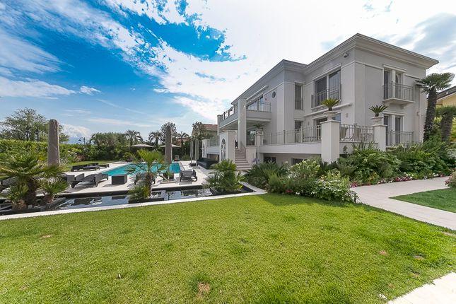 Thumbnail Villa for sale in Brescia, Lombardy, Italy