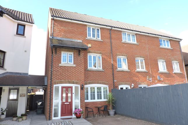 4 bed town house to rent in Madeira Way, Sovereign Harbour South, Eastbourne, East Sussex BN23
