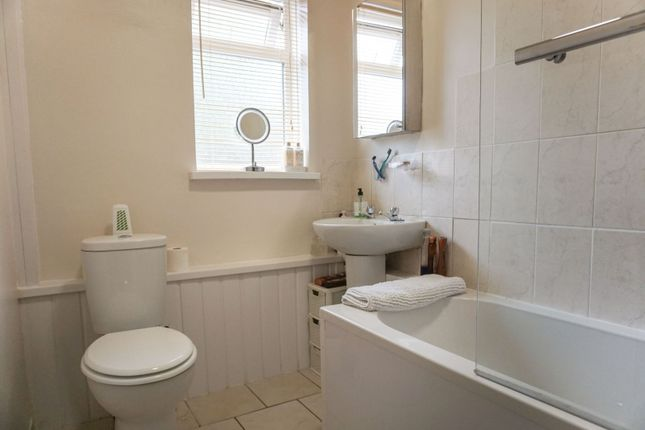 Bathroom of Arden Road, Henley-In-Arden B95
