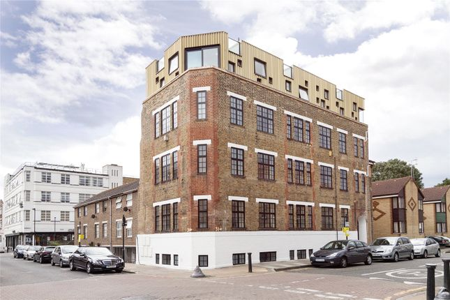 Picture No. 10 of Turner Street, London E1