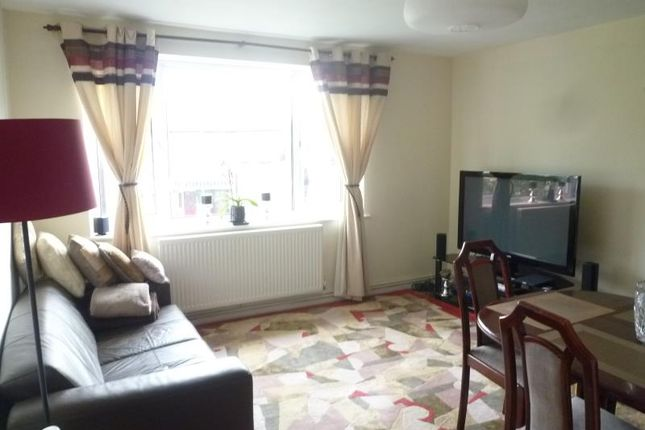 2 bed flat to rent in The Mews, Gainsborough Road, Woodside Park, Finchley