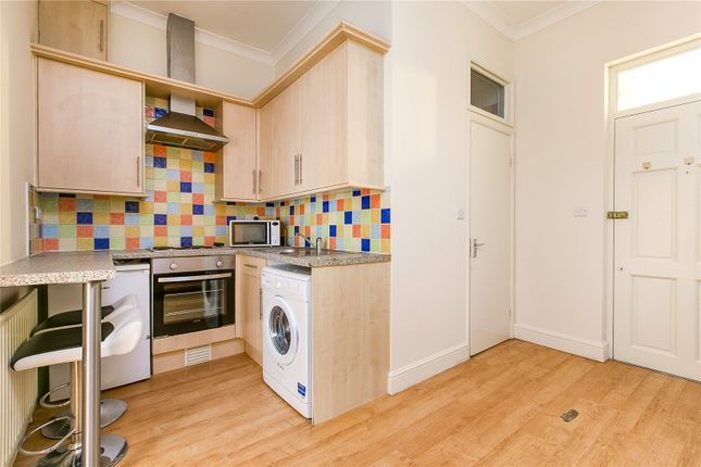Flat to rent in Askew Road, London