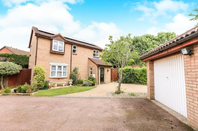 Thumbnail Detached house for sale in Sanderling Close, Letchworth Garden City, Hertfordshire, England