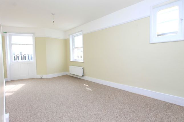 4 Bed Flat  of Brunswick Place, Hove BN3