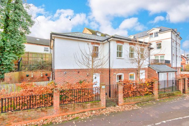 1 bed flat for sale in London Road, St. Albans, Hertfordshire AL1