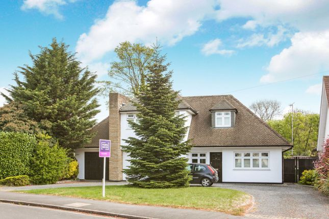 Thumbnail Detached house for sale in Gidea Avenue, Romford