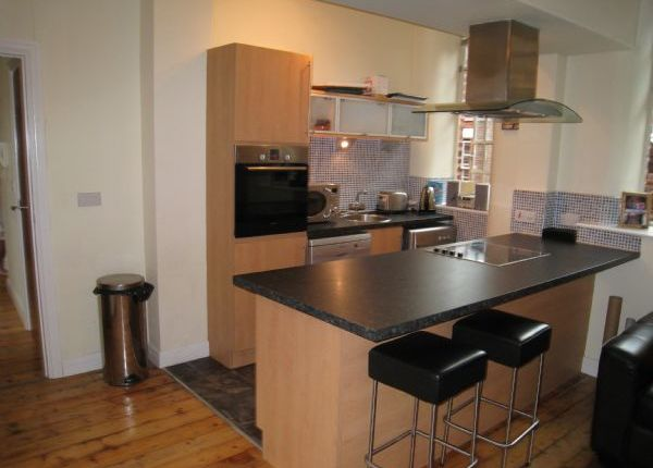 2 bed flat to rent in Avenham Road, Preston