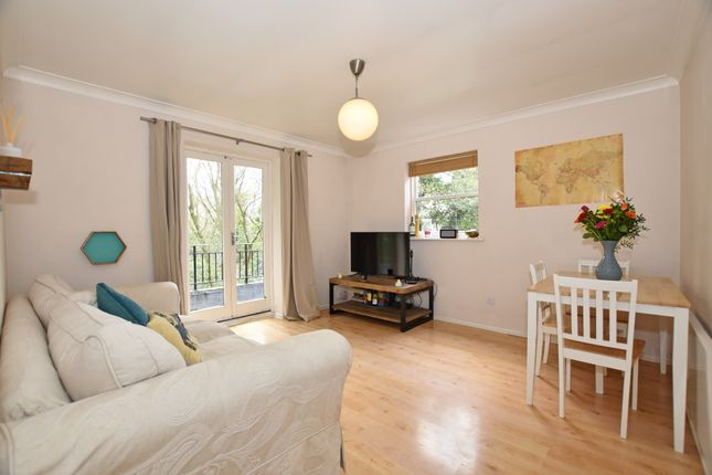 Thumbnail Flat for sale in High Road, Buckhurst Hill