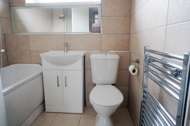 Bathroom of Loch Long, St. Leonards, East Kilbride G74