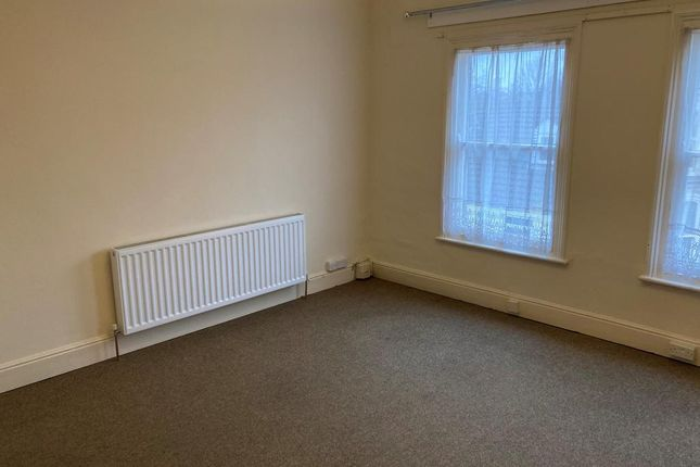 Studio to rent in Station Street, Spalding, Lincs PE11