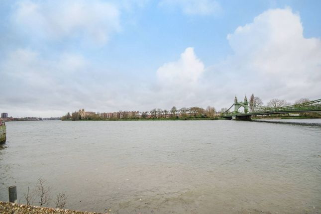 Thumbnail Flat for sale in Crisp Road, Hammersmith
