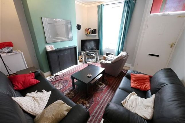 3 bed property to rent in Welton Grove, Hyde Park, Leeds
