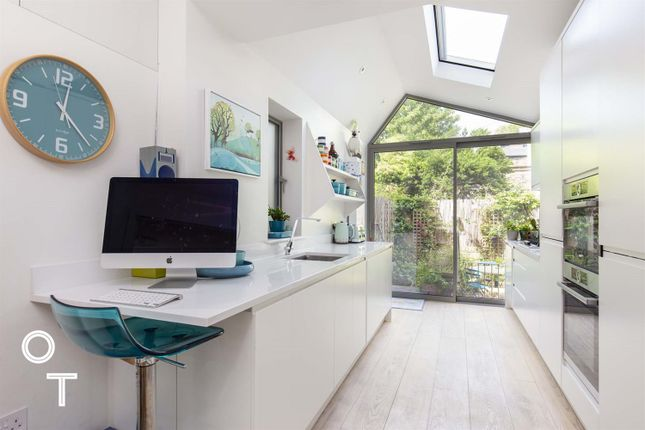 Thumbnail Maisonette for sale in Queen's Crescent, Kentish Town