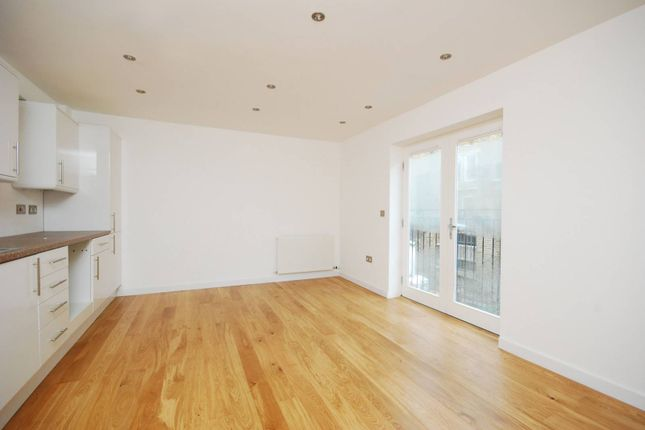 Thumbnail Property to rent in Chiswick High Road, Gunnersbury
